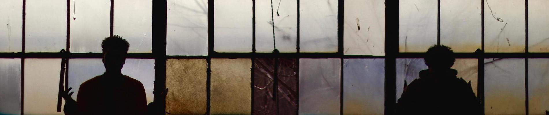 Vies confisquées entre clôtures et quadrillages